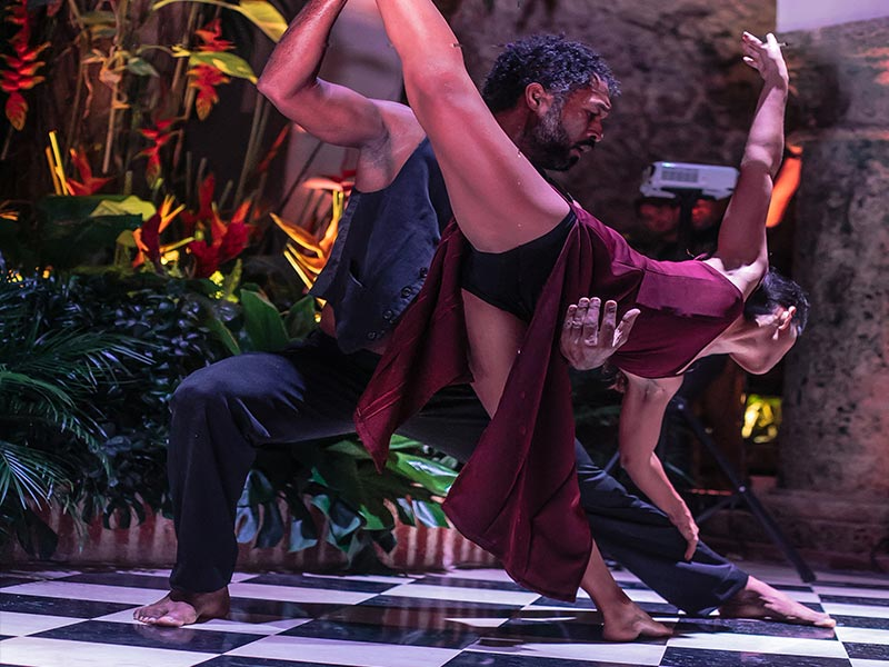 Spectacular modern dance at an event in the interior courtyard of the Amarla Boutique Hotel in Cartagena