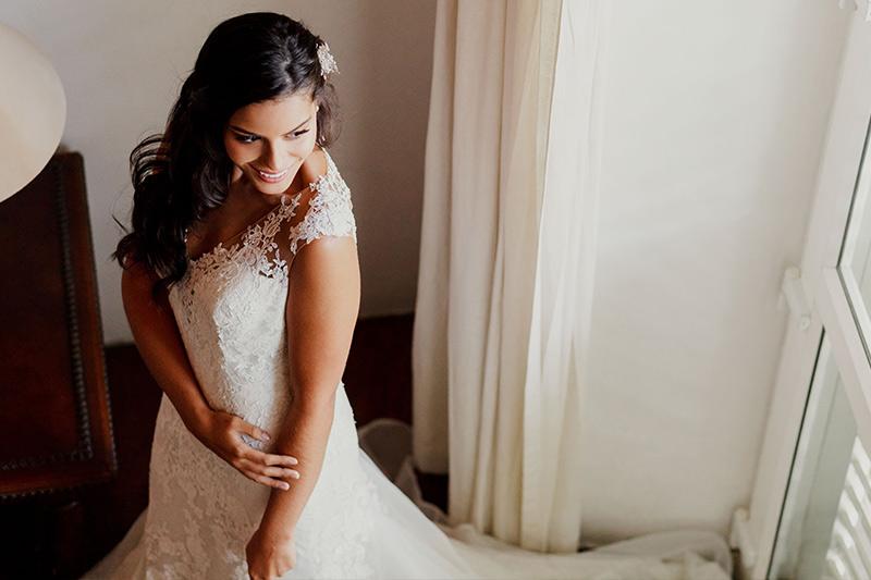 Novia posando para sus fotos de bodas en Cartagena Colombia