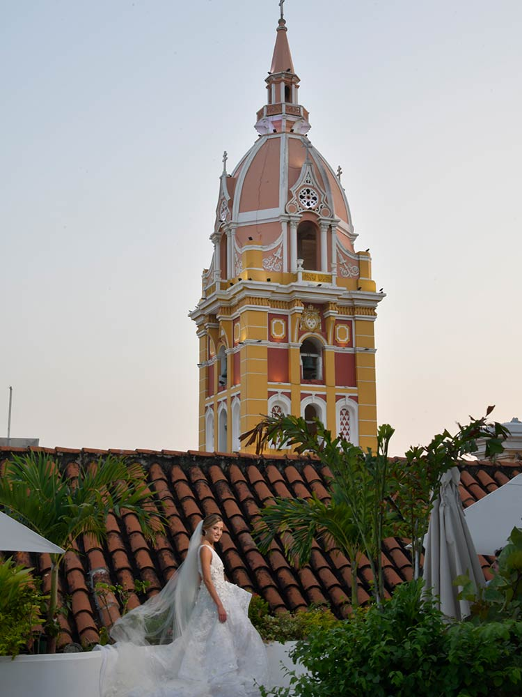 Bride on the rooftop of Amarla posing for photos in one of the most beautiful wedding venues in Cartagena Colombia