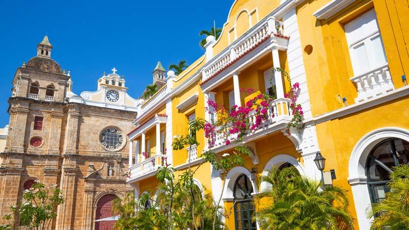 Imponente y hermoso edificio en el casco antiguo de Cartagena cerca a Amarla hotel boutique Cartagena